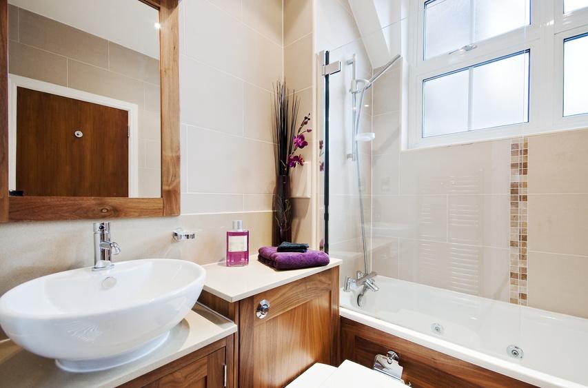 Amenager une petite salle de bain sans fenetre salle de - Fenetre salle de bain leroy merlin ...